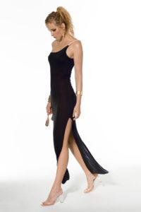 robe de plage noire une épaule fendue sur le coté