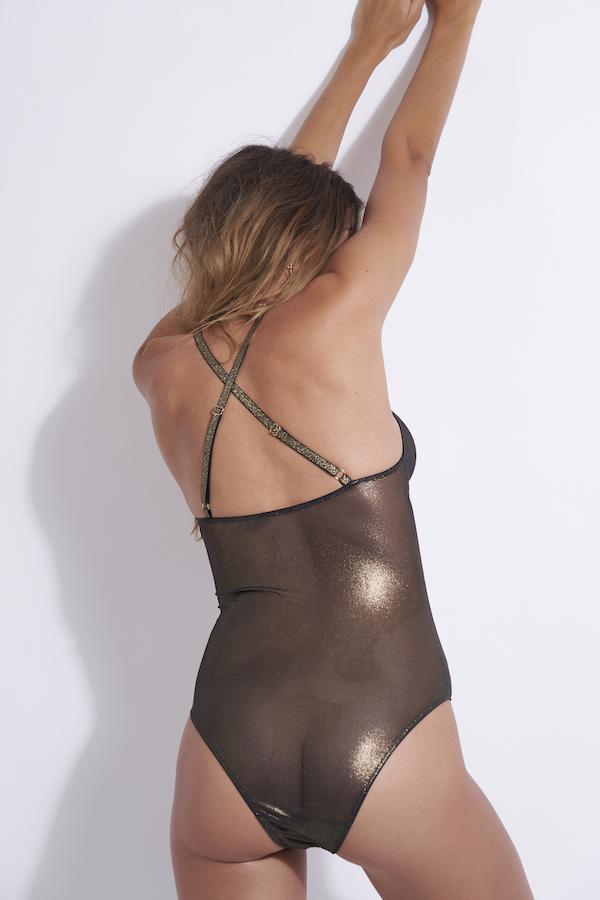 body avec bretelles croisées dans le dos