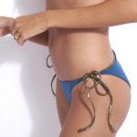 maillot de bain 2 pièces triangle haut de gamme avec liens dorés kate réversible bleu python