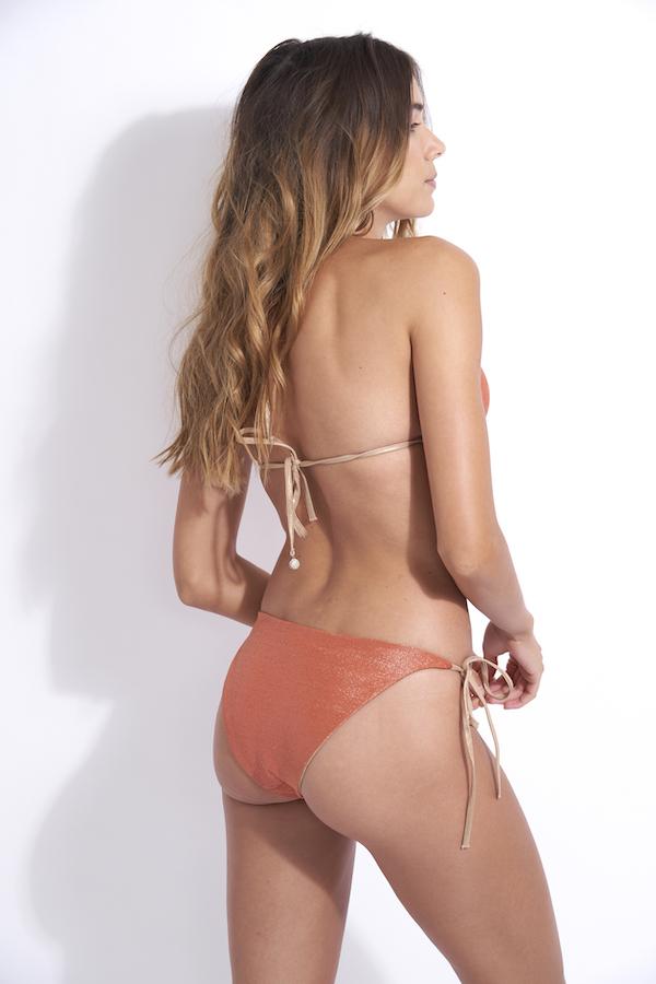 dos de l'ensemble maillot de bain 2 pièces avec liens en or Kate réversible en terre lurex